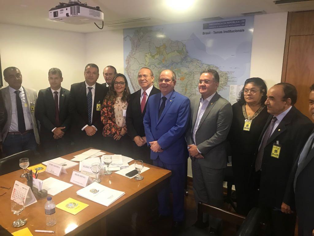 Senador Roberto Rocha e prefeitos entregam proposta de distribuição dos royalties da mineração