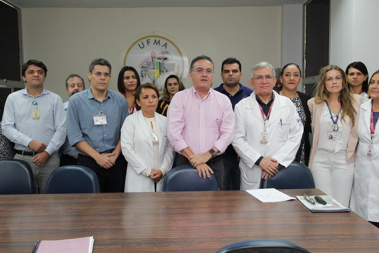 Roberto Rocha visita obra do HU/UFMA e discute novos investimentos