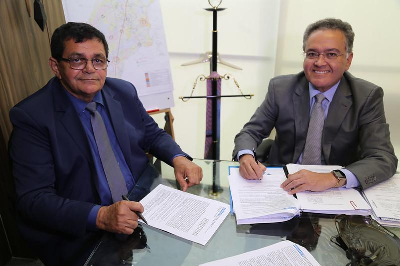 Roberto Rocha doa equipamentos para Açailândia