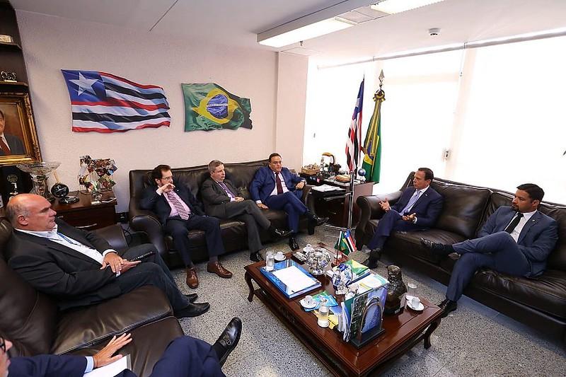 Senadores do PSDB recebem João Dória
