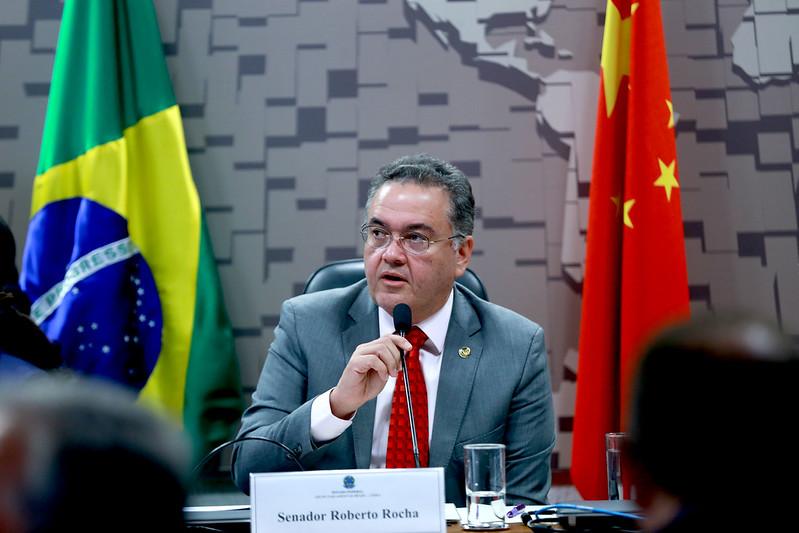 Roberto Rocha busca entendimento com o embaixador da China sobre o fluxo dos insumos para a produção da vacina