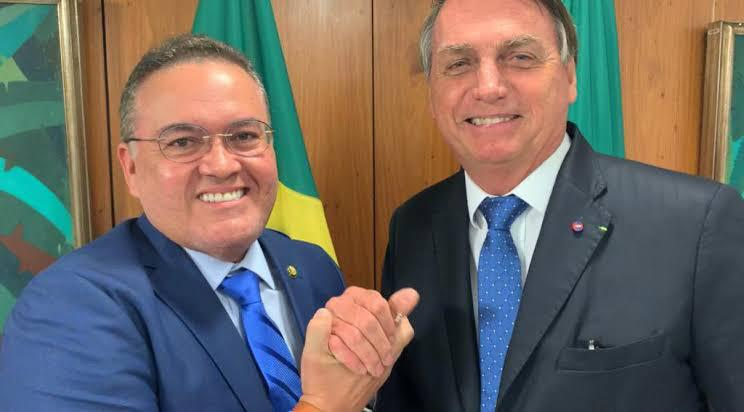 Roberto Rocha e Bolsonaro entregam títulos de propriedades em Alcântara