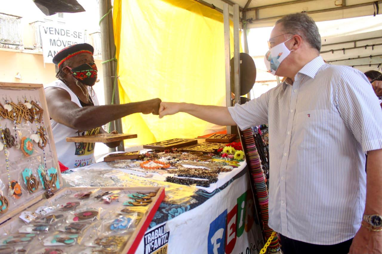 Roberto Rocha visita feirinha de São Luís e anuncia projetos de expansão